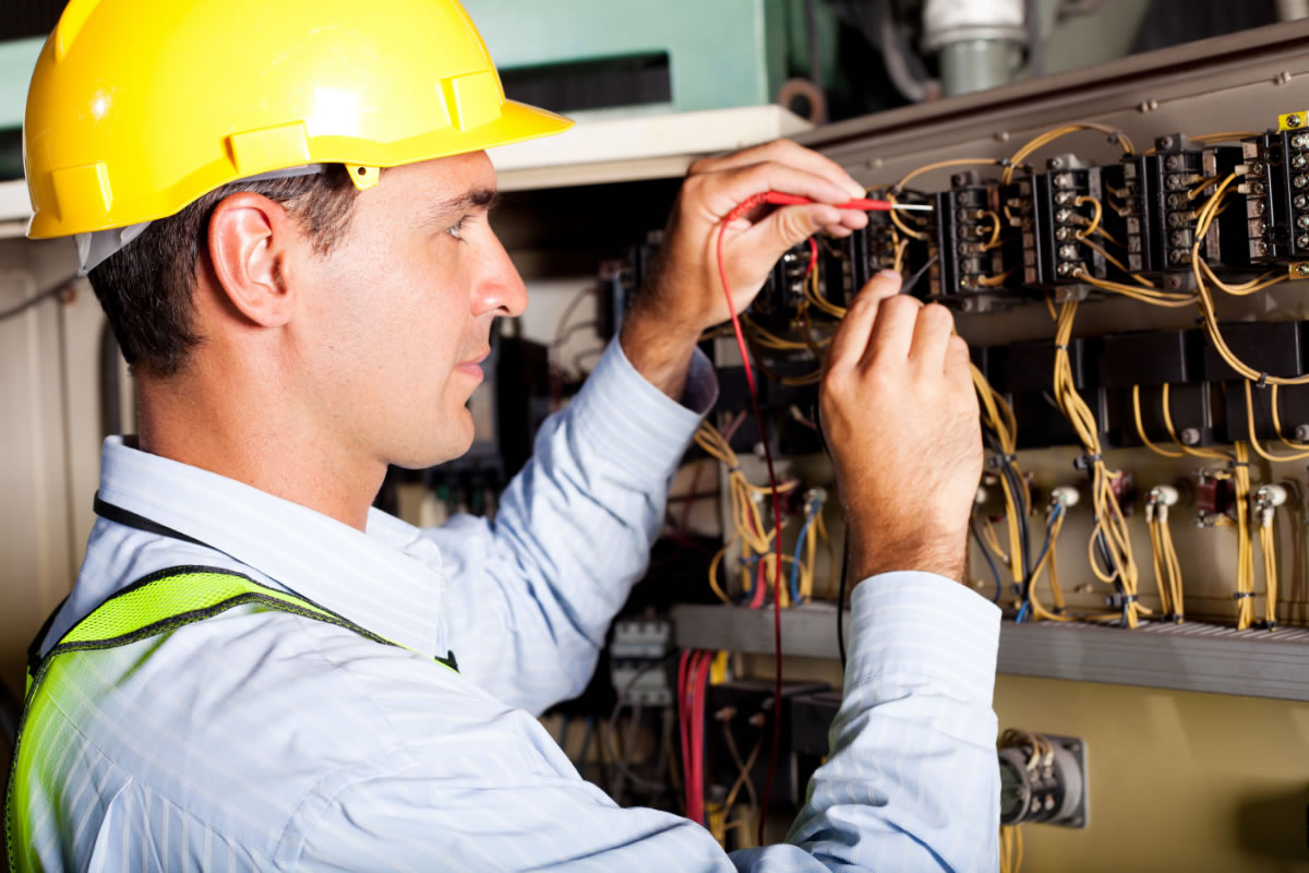 What is a Master 01 Electrician?